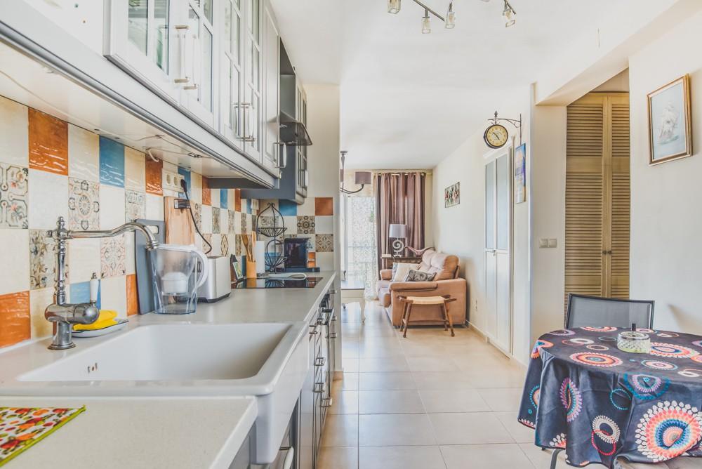 piekny-apartament-z-widokiem-na-jezioro-i-morze-w-calpe-4-24127